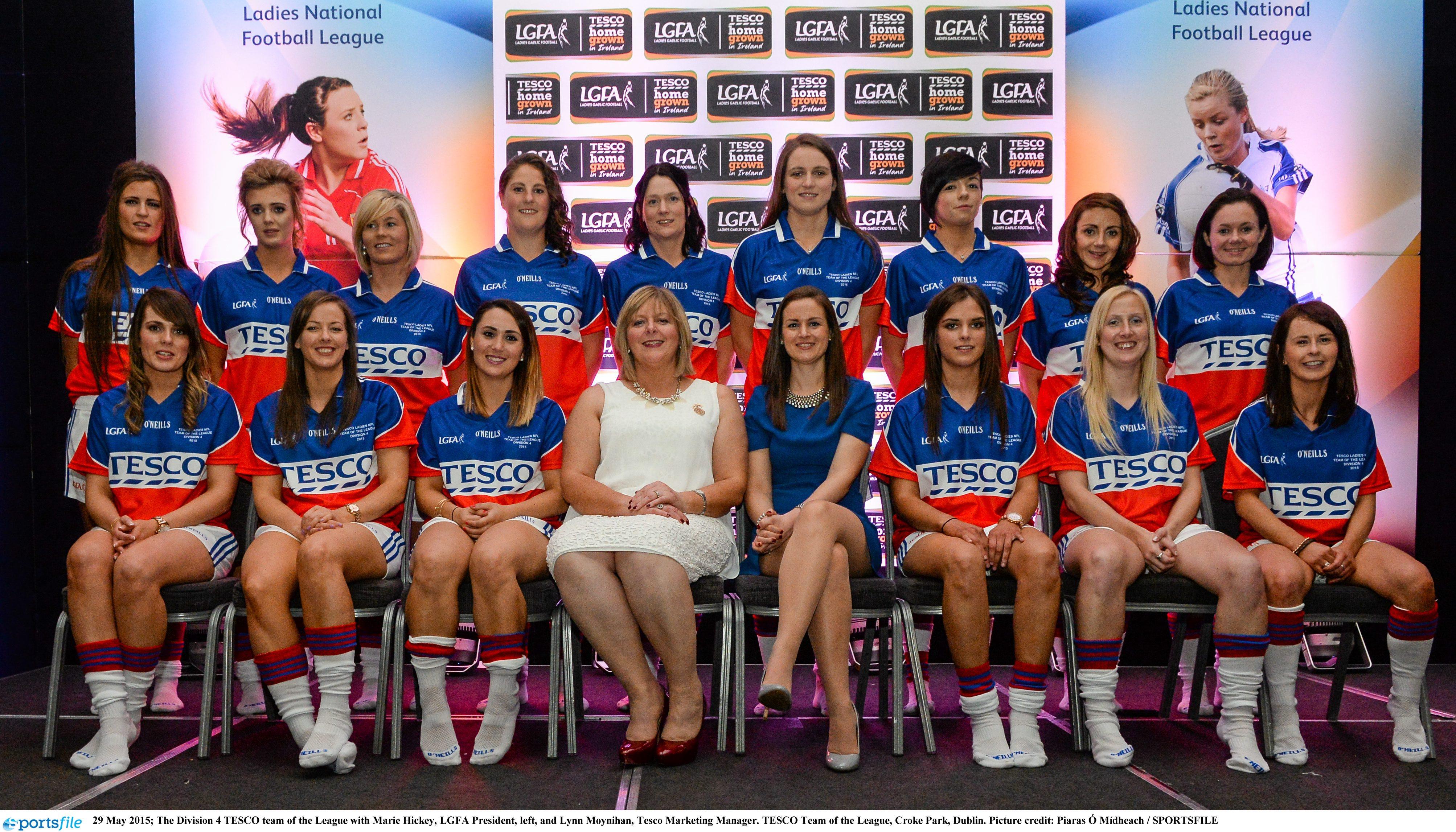29 May 2015; The Division 4 TESCO team of the League with Marie Hickey, LGFA President, left, and Lynn Moynihan, Tesco Marketing Manager. TESCO Team of the League, Croke Park, Dublin. Picture credit: Piaras Ó Mídheach / SPORTSFILE